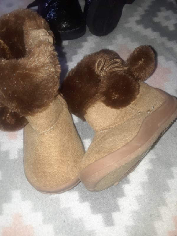 Assorted Toddler girl shoes & boots SZ- 4-6  36dfc14d-1508-46b8-a613-2890e83ae474