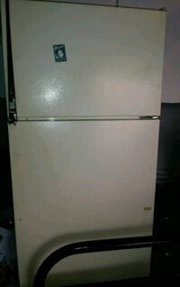 white top-mount refrigerator Highland, 92346