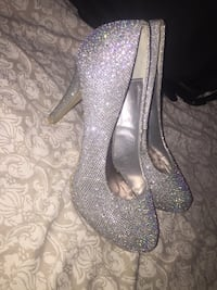 Pair of diamond studded heels St Catharines, L2M 3S5