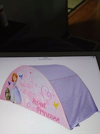 GIRLS BED TENT WITH PUSH LIGHT OPEN BOX NEVER USED Altoona, 16601