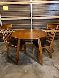 Small wood dinning room table with 2 chairs Henderson, 89014
