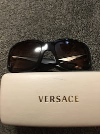 black framed Gucci sunglasses with case Toronto, M8W 4H5