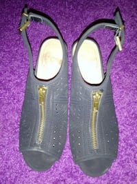 pair of black leather open-toe sandals Edinburg, 78539
