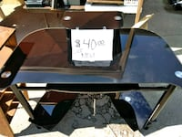 Glass desk in new condition  Fort Wayne, 46804