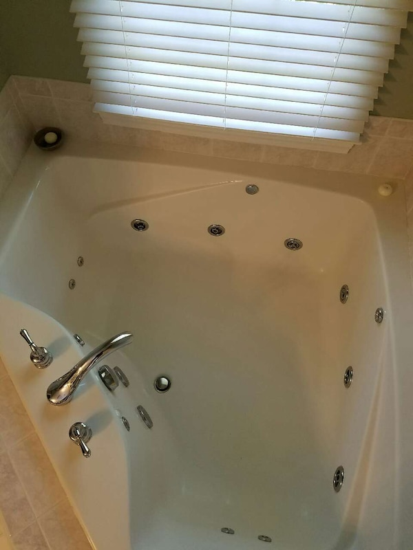 Used Aker Swirlbath. 6 jets whirlpool style for sale in Southbury ...
