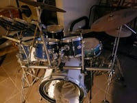 10 pc pearl drum kit. hardware included.  Windsor, N9B 1L1