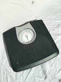 black and gray weighing scale