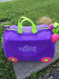 Trunki Ride Along, Tow, Kids Suitcase. Pink Trixie model.  Hard-Wearing and light-weight. Holds up to 75 lbs. Pickering, L1V 6S4