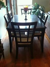 Dining room table with 6 chairs and middle leaf Frederick, 21703