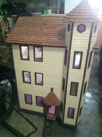 Antique 3 level doll house.