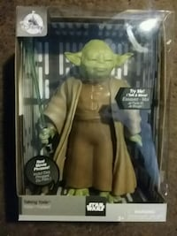 Star Wars Yoda moving action figure bnib