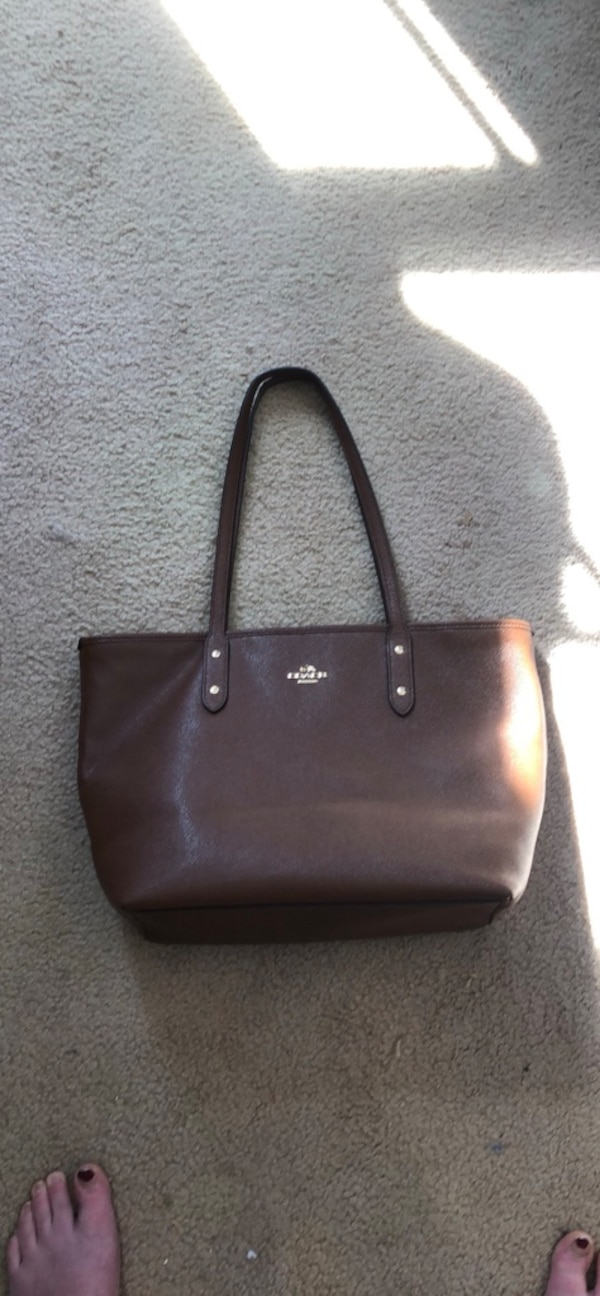 Coach city zip tote in saddle&cross grain leather b2863c21-c74e-4c7b-a581-f7c299ba19cb