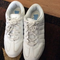 pair of white Nike low-top sneakers Saint Albans, 25177