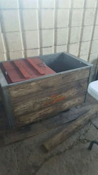 Beer wooden ice chest Las Cruces, 88005