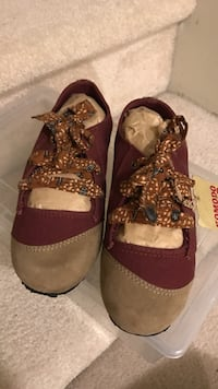 pair of red-and-brown low-top sneakers Coquitlam, V3E