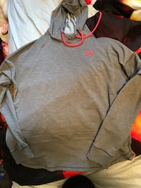 Medium under armour sweater  Edmonton, T5T 6Z6