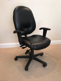 Executive Swivel Chair (Black leather) Mc Lean, 22101