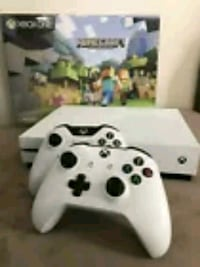 Xbox One S Minecraft Bundle/+2 Controllers