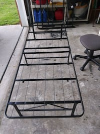 Foldable twin bed frame