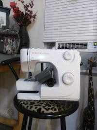 white and black Singer electric sewing machine Bowmanville, L1C 1V6