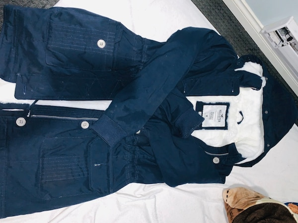Hollister cozy lined parka jacket. 4d894d50-38fd-48cd-8cda-50ded589e4e0