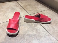 RED SLIPPERS SIZE 8  Montréal, H9K 1S7
