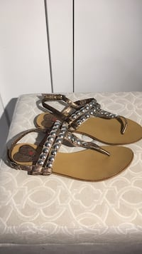 Brown and silver embellished t-strap flats sandals Vancouver, V6G 0B6
