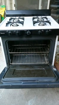 Magic chef stove*PRICE NEGOTIONABLE*!!MAKE OFFER!