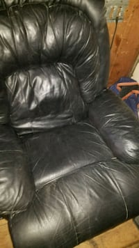 black leather 3-seat sofa 471 mi