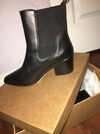 Pair of black leather boots Vancouver, V5R 3Z6
