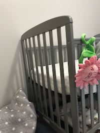 Dream On Me 4-in-1-Full Size Crib&Changing Table+Mattress and sheets