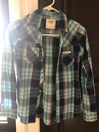 Women shirt new size small  2268 mi