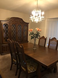 Dining room table and 6 chairs Vaughan, L6A 0T4