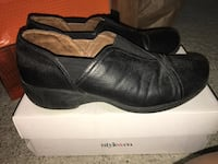 Women's size 10 slip-on work style shoes. Comfort foam insoles perfect for standing for long time Hilo, 96749