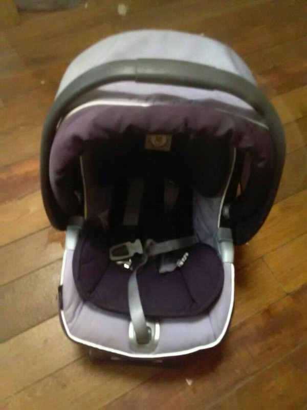 baby's black and gray car seat carrier