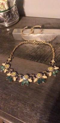Necklace and earrings Evansville, 47711