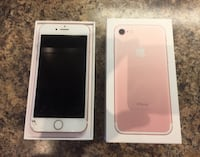 Apple iPhone 7, 32 Gigs, Unlocked, Rose Gold, Small crack on bottom left hand side of screen, works perfectly!  Ottawa, K2K 1X7