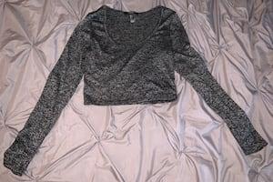 FOREVER 21 CROP TOP LONG SLEEVE SHIRT SIZE: LARGE