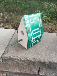 Upcycled bird house Dollard-des-Ormeaux, H9B 1A4