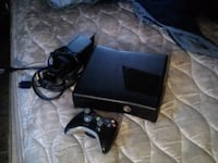 black Xbox 360 console with controller Winton, 95388