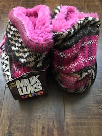 Brand new with tag Pair of pink-and-black knitted boots