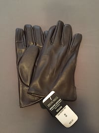 pair of black leather gloves Whitby, L1N 2J2