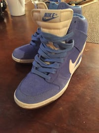 Pair of blue nike low top sneakers Toronto, M6P