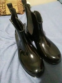 pair of brown leather heeled shoes 50 km
