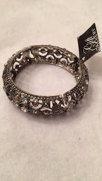 New Braclet with Rhinestones $5 Mint Hill, 28227