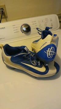 pair of White-and-blue Nike sneakers Dayton, 41074