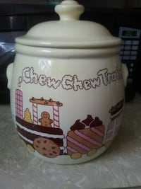 Crock style cookie jar. Made in usa by Treasure Cr Stow, 44224