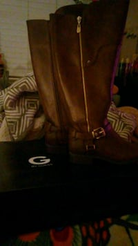 pair of brown leather boots San Antonio, 78247