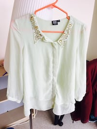 White collared long sleeved top Richmond, V6Y 0A2