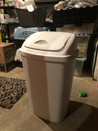 Tall kitchen trash can with lid Herndon, 20170
